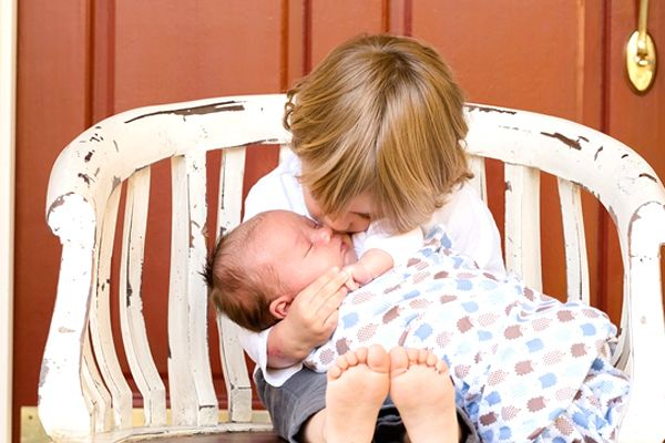 soñar con bebé en brazos