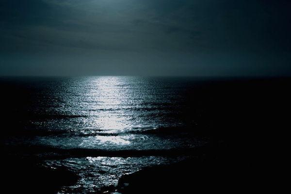 mar en la noche