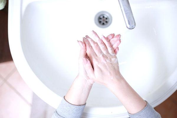 soñar con limpiar el baño