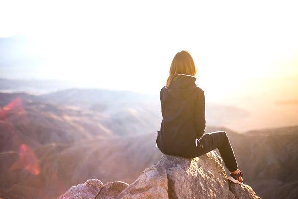 sueños con viajar a un lugar montañoso